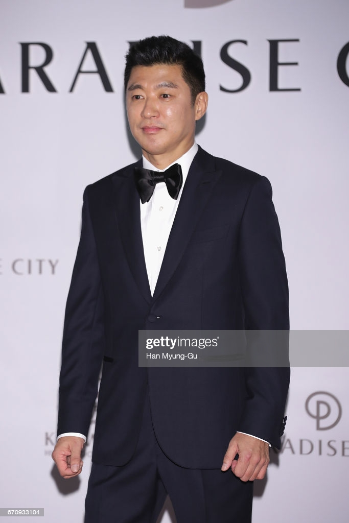 Bố bạn gái tin đồn của V (BTS): Triệu phú top 50 giàu nhất xứ Hàn, quen cả dàn sao khủng, nhưng lại có tập đoàn dính loạt bê bối - Ảnh 4.