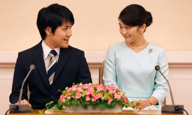 """""""Cô em gái trái ngược"""" của Công chúa Mako trả lời đầy ẩn ý khi bị hỏi về đám cưới gây tranh cãi của chị gái cùng hôn phu thường dân - ảnh 4"""