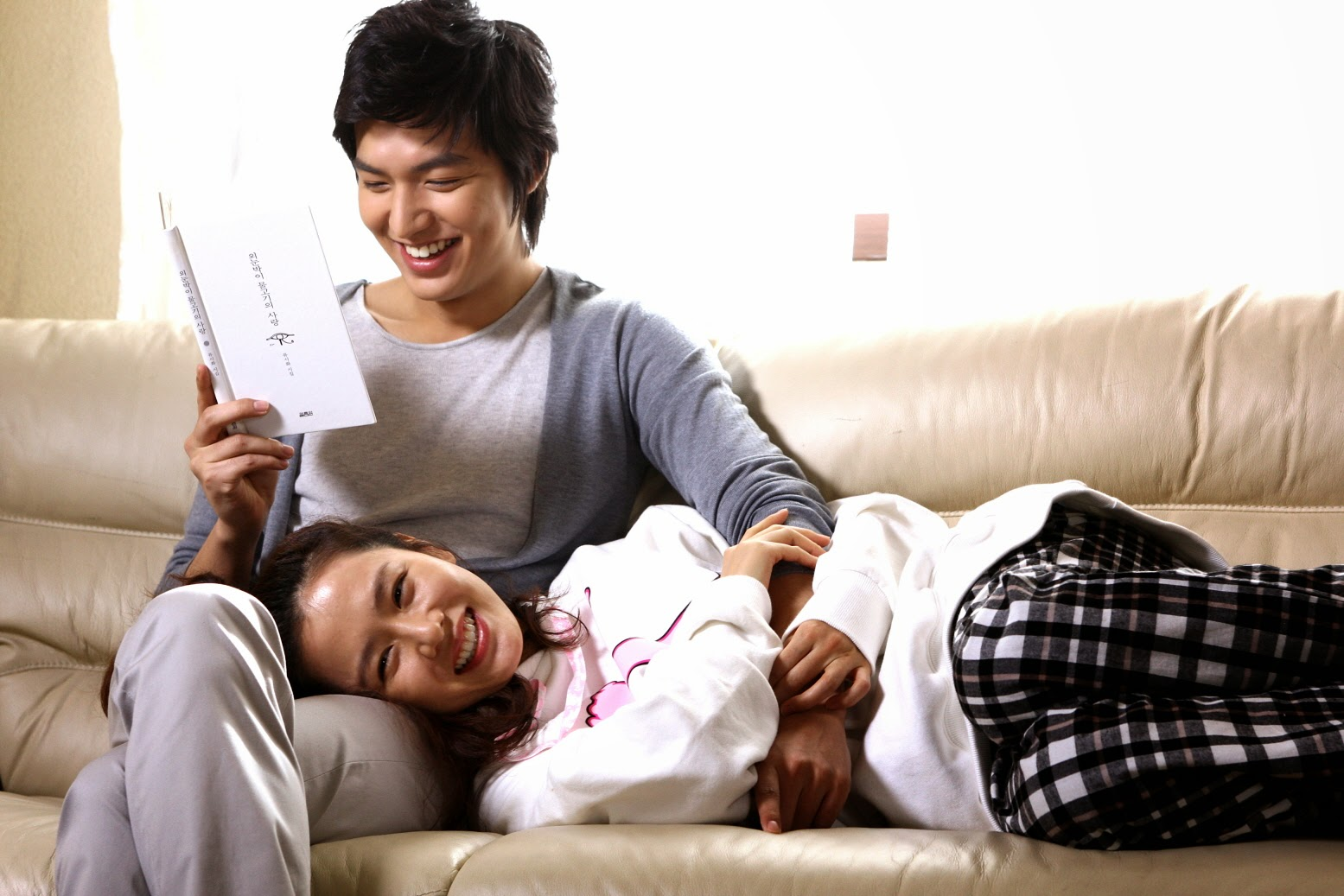 Son Ye Jin - Lee Min Ho từng có cảnh giường chiếu nóng bỏng mắt, Hyun Bin xem lại chắc tức phát điên - Ảnh 1.