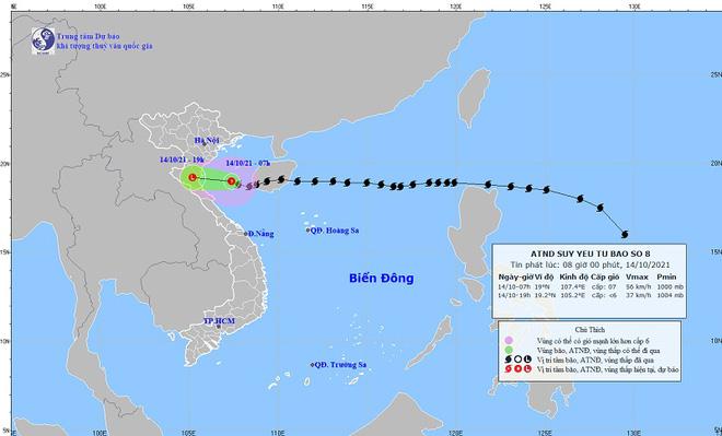 Mưa lớn và nước biển dâng tại TP Sầm Sơn do ảnh hưởng bão số 8 - ảnh 1