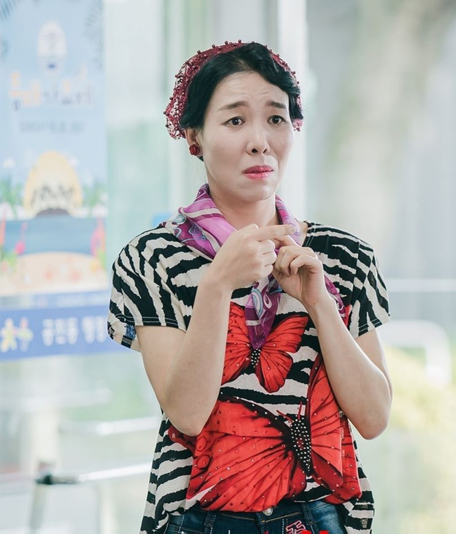 Ngã ngửa với nhan sắc thật của dàn cast Hometown Cha-Cha-Cha: Shin Min Ah lép vế nữ phụ, trùm cuối gây sốc cực mạnh - Ảnh 10.