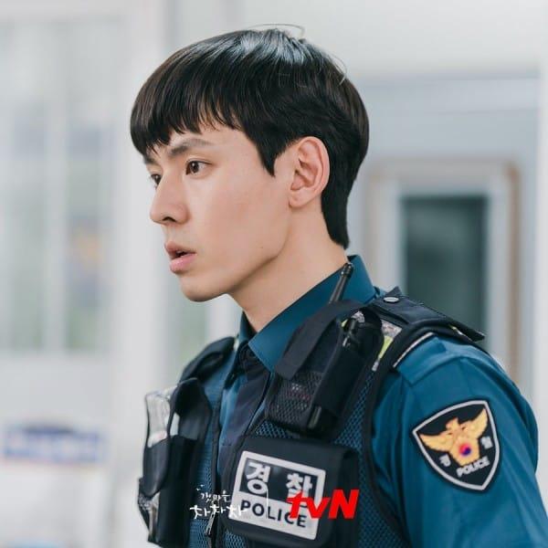Ngã ngửa với nhan sắc thật của dàn cast Hometown Cha-Cha-Cha: Shin Min Ah lép vế nữ phụ, trùm cuối gây sốc cực mạnh - Ảnh 13.