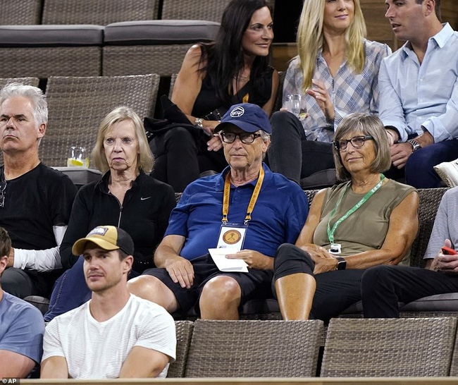 Tỷ phú Bill Gates công khai xuất hiện bên kẻ thứ 3 sau khi ly hôn, vợ cũ của ông có màn đáp trả sâu cay - Ảnh 1.