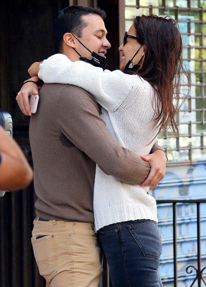 Suri Cruise giận dỗi vì mẹ có bạn trai, quyết định chuyển đến sống cùng Tom Cruise sau gần 10 năm bị bỏ rơi? - Ảnh 2.