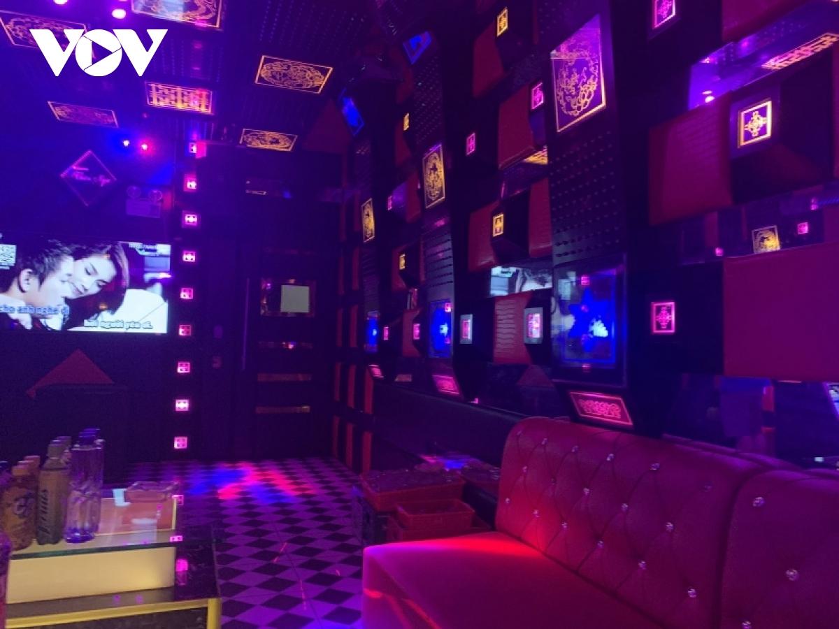 """Bất chấp lệnh cấm, nhiều quán karaoke tại Lạng Sơn vẫn hoạt động """"chui""""  - Ảnh 1."""