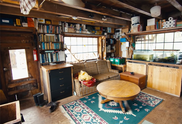 Ông lão mua một căn nhà rộng 70m2 trên mặt nước, sống nhàn nhã một mình hơn 30 năm: 'Không bị vật chất bó buộc, thế giới tinh thần trở nên phong phú hơn!' - ảnh 12