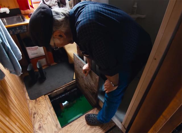 Ông lão mua một căn nhà rộng 70m2 trên mặt nước, sống nhàn nhã một mình hơn 30 năm: 'Không bị vật chất bó buộc, thế giới tinh thần trở nên phong phú hơn!' - ảnh 17