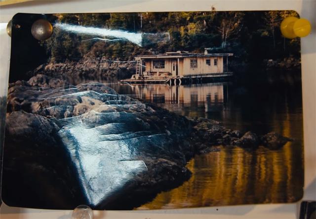 Ông lão mua một căn nhà rộng 70m2 trên mặt nước, sống nhàn nhã một mình hơn 30 năm: 'Không bị vật chất bó buộc, thế giới tinh thần trở nên phong phú hơn!' - ảnh 3