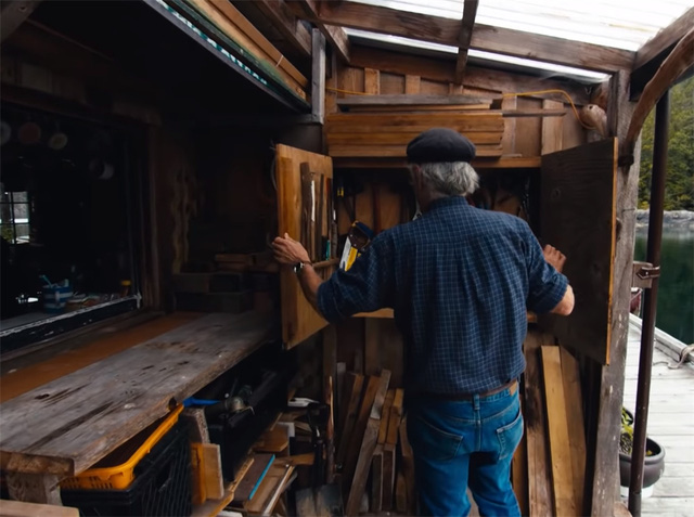 Ông lão mua một căn nhà rộng 70m2 trên mặt nước, sống nhàn nhã một mình hơn 30 năm: 'Không bị vật chất bó buộc, thế giới tinh thần trở nên phong phú hơn!' - ảnh 34