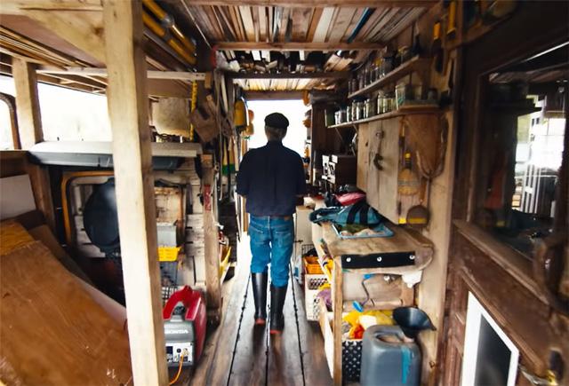 Ông lão mua một căn nhà rộng 70m2 trên mặt nước, sống nhàn nhã một mình hơn 30 năm: 'Không bị vật chất bó buộc, thế giới tinh thần trở nên phong phú hơn!' - ảnh 35