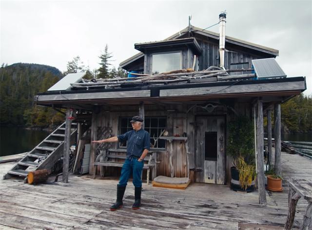 Ông lão mua một căn nhà rộng 70m2 trên mặt nước, sống nhàn nhã một mình hơn 30 năm: 'Không bị vật chất bó buộc, thế giới tinh thần trở nên phong phú hơn!' - ảnh 7
