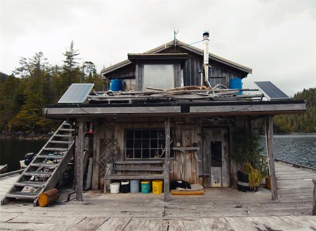 Ông lão mua một căn nhà rộng 70m2 trên mặt nước, sống nhàn nhã một mình hơn 30 năm: 'Không bị vật chất bó buộc, thế giới tinh thần trở nên phong phú hơn!' - ảnh 8
