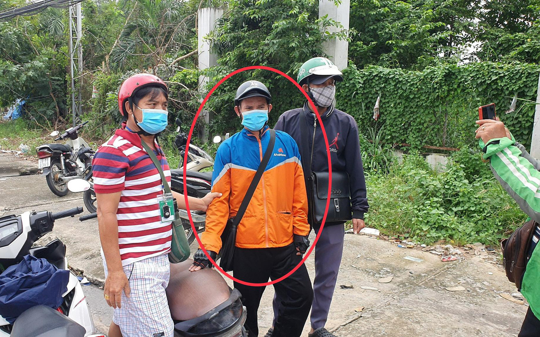 Bình Dương: Bắt được thanh niên mặc áo AhaMove trộm 300 triệu đồng của tài xế xe tải