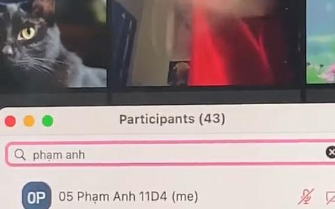 Nữ sinh học online cứ vài phút lại bị gọi tên không hiểu vì sao, đến lúc zoom kĩ camera mới biết sự thật tức cười