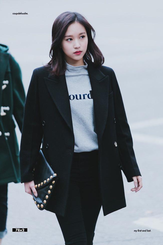 Quả đúng là tiểu thư gia thế khủng, Mina (TWICE) mặc toàn đồ đơn giản cũng tỏa khí chất lá ngọc cành vàng nhìn mà mê  - Ảnh 1.