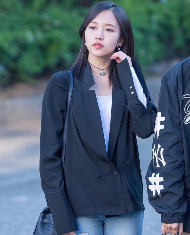 Quả đúng là tiểu thư gia thế khủng, Mina (TWICE) mặc toàn đồ đơn giản cũng tỏa khí chất lá ngọc cành vàng nhìn mà mê  - Ảnh 10.