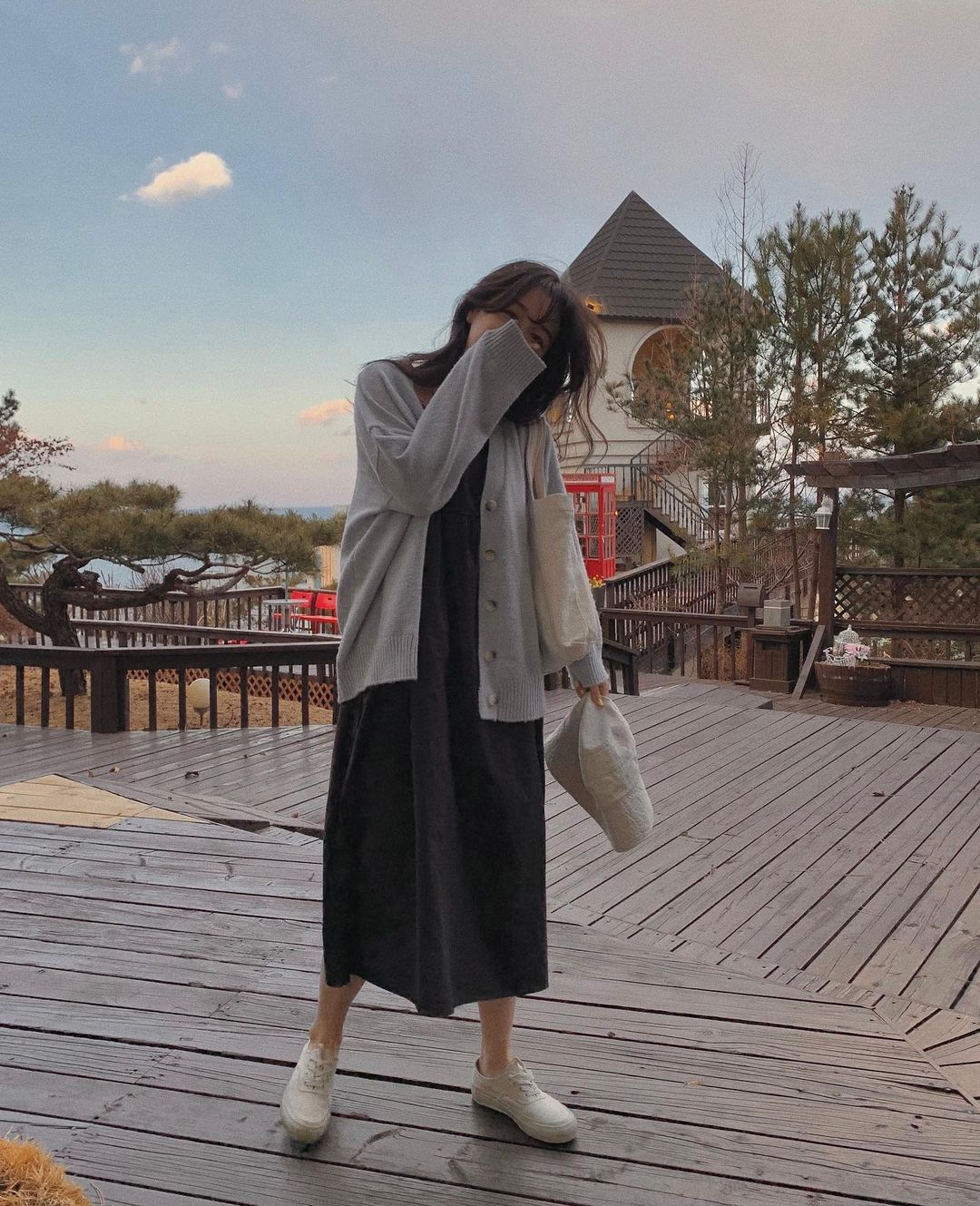 Sáng lạnh trưa ấm, các nàng hãy lên đồ theo 10 gợi ý này để xinh đẹp đi du Xuân mà chẳng ngại thời tiết ẩm ương - Ảnh 4.