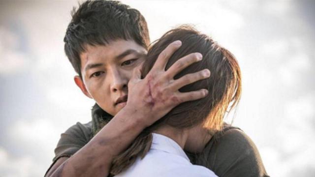 6 cái ôm ngọt tan chảy trên phim Hàn: Son Ye Jin - Hyun Bin vẫn luôn là chân ái! 003