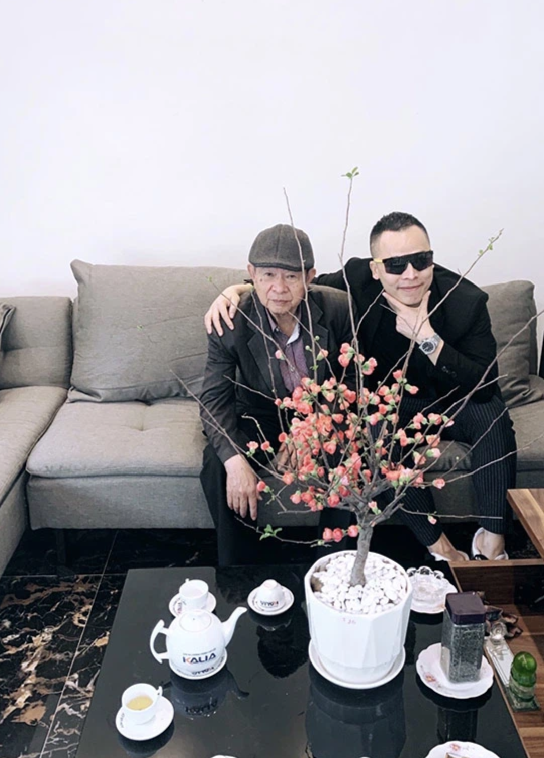Wu Katz Tip discovers a property built for parents in his hometown: a 4-storey monumental house different from the simple tiled roof of the past - Photo 3.