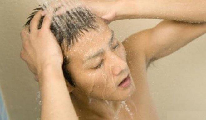 Nam giới đi tắm vệ sinh 2 bộ phận càng thường xuyên càng tốt, thận sẽ cảm ơn bạn - ảnh 1