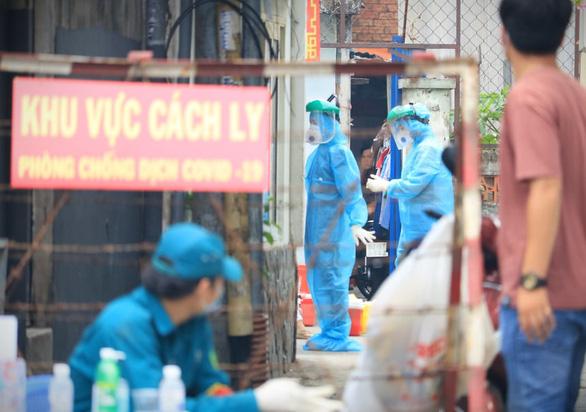 Dịch Covid-19 ngày 21/2: Hải Dương lấy mẫu hơn 5.000 người ở ổ dịch Kim Thành; F1 ở Quảng Ninh không cách ly, đi dạy lái xe - Ảnh 1.