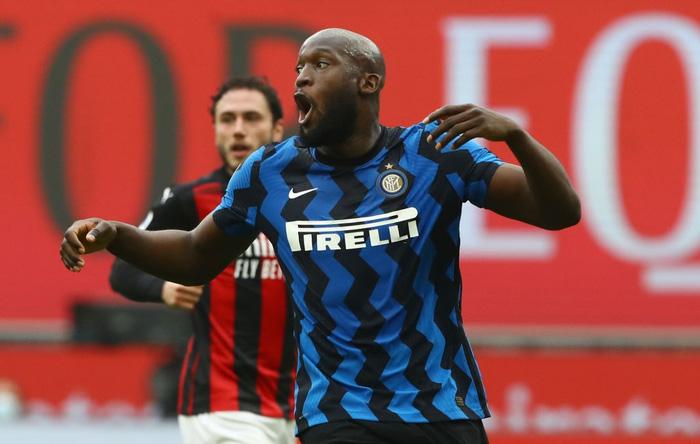 Song sát Lu - La chói sáng, Inter Milan quật ngã AC trong trận cầu 6 điểm tranh chức vô địch - Ảnh 2.