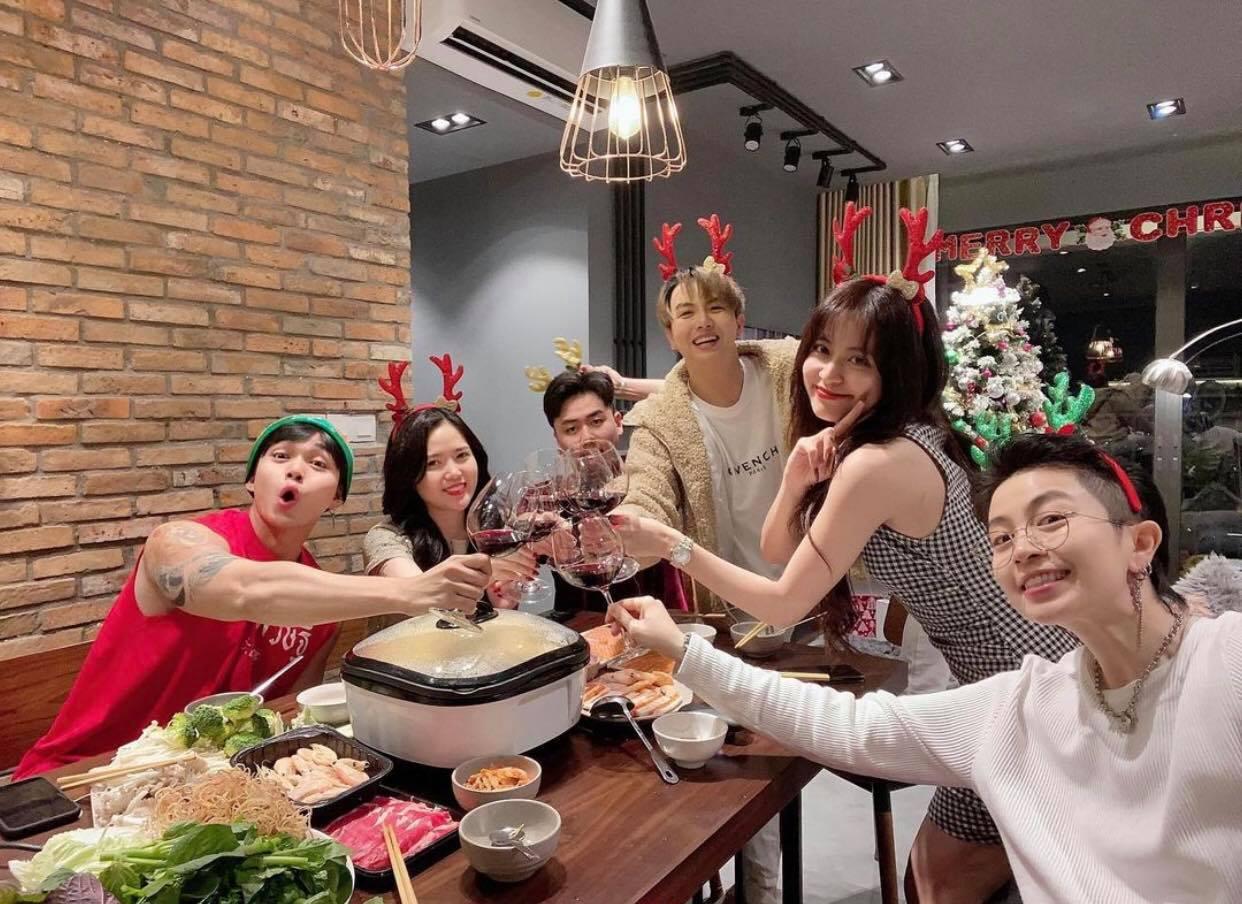 """Chỉ với 1 bức ảnh do chính chủ tự đăng, netizen soi được """"hint"""" Hoàng Thuỳ Linh - Gil Lê ở chung nhà và còn làm điều đặc biệt cho nhau? - Ảnh 6."""