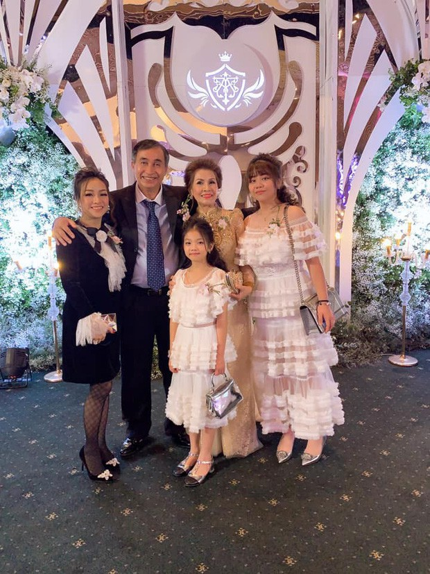 Hé lộ mối quan hệ của vợ đầu Minh Nhựa với bố mẹ chồng đại gia sau khi ra khỏi hào môn - ảnh 10