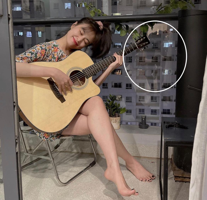 """Chỉ với 1 bức ảnh do chính chủ tự đăng, netizen soi được """"hint"""" Hoàng Thuỳ Linh - Gil Lê ở chung nhà và còn làm điều đặc biệt cho nhau? - Ảnh 3."""