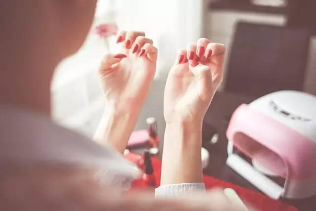 4 thói quen dễ gây ra bệnh phụ khoa cho chị em phụ nữ, dính thói nào cũng cần bỏ ngay - ảnh 1
