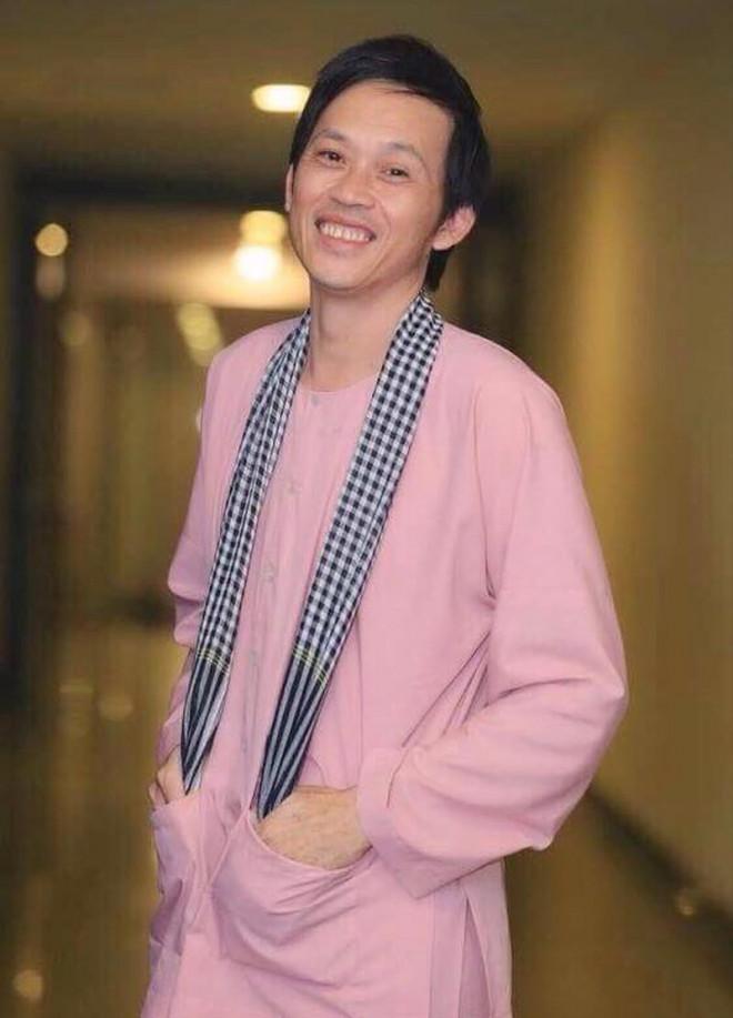 Bị chỉ trích vì ăn mặc giản dị khi quay YouTube, Hoài Linh làm hẳn vlog đáp trả vừa lầy vừa xéo sắc hết nấc - ảnh 1