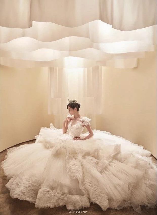 Couple hot nhất Penthouse tung ảnh cưới: Không phải màn khóa môi, body tuyệt mỹ của ác nữ Kim So Yeon mới là tâm điểm - Ảnh 9.