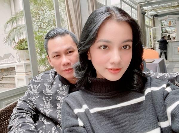 Lộ clip gái xinh An Giang 2k2 ngồi với chồng cũ Lệ Quyên, bàn tay của đại gia tiết lộ mối quan hệ đặc biệt trên tình bạn - ảnh 5
