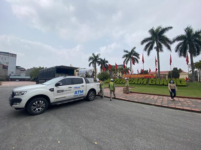 Cận cảnh việc lắp đặt cây ATM gạo đầu tiên tại Hải Dương - ảnh 1