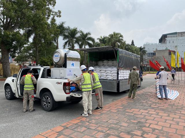 Cận cảnh việc lắp đặt cây ATM gạo đầu tiên tại Hải Dương - ảnh 2