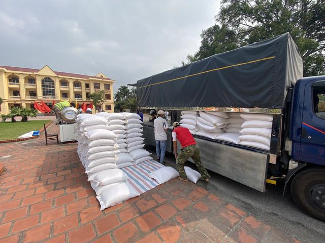 Cận cảnh việc lắp đặt cây ATM gạo đầu tiên tại Hải Dương - ảnh 3
