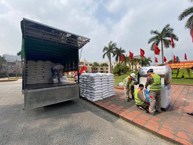 Cận cảnh việc lắp đặt cây ATM gạo đầu tiên tại Hải Dương - ảnh 4
