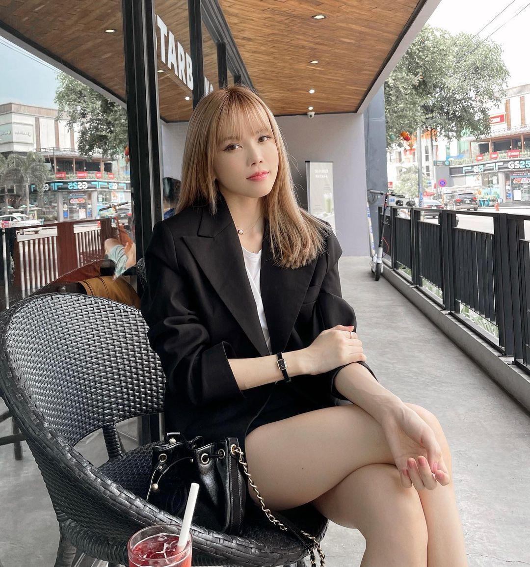 Instagram look sao Việt: Minh Hằng xinh ngút ngàn với váy local brand, Tóc Tiên lên đồ sành điệu - Ảnh 6.