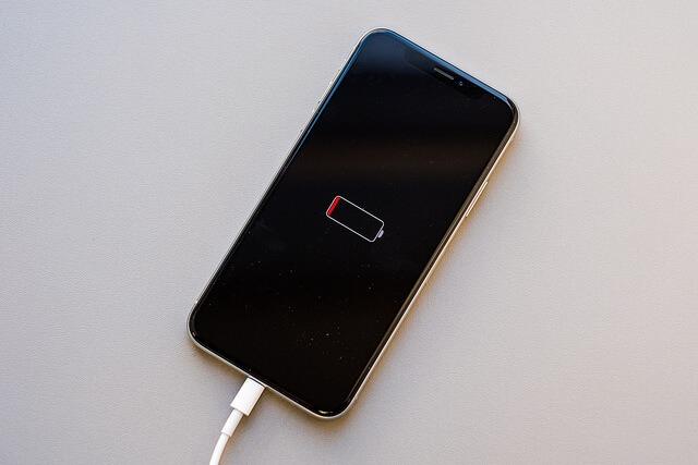 Cảnh báo: 5 thói quen thường ngày đang làm tụt pin iPhone của bạn - ảnh 2