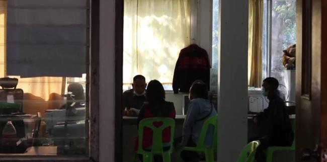 Thầy giáo bị tố xâm hại 16 em học sinh lớp 3, tình tiết cụ thể khiến các phụ huynh khóc ngất đau đớn - ảnh 1