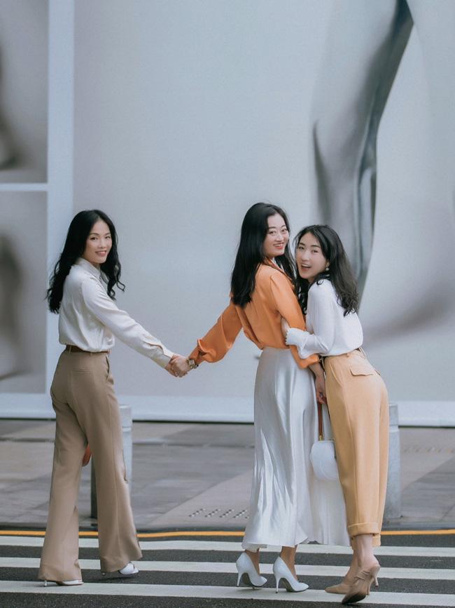 Street style Châu Á: Nhiều màu sắc xuống phố nhưng bất ngờ nhất là màn khoe eo mỏng dính của cô nàng váy cam - ảnh 12