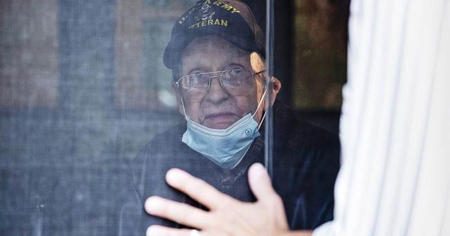 Ký ức ám ảnh của một nhân viên trực tổng đài 911: Cụ bà U70 gọi kể chuyện tự chặt đứt ngón tay, cảnh sát tới nơi chứng kiến cảnh không khác gì lò mổ - ảnh 3