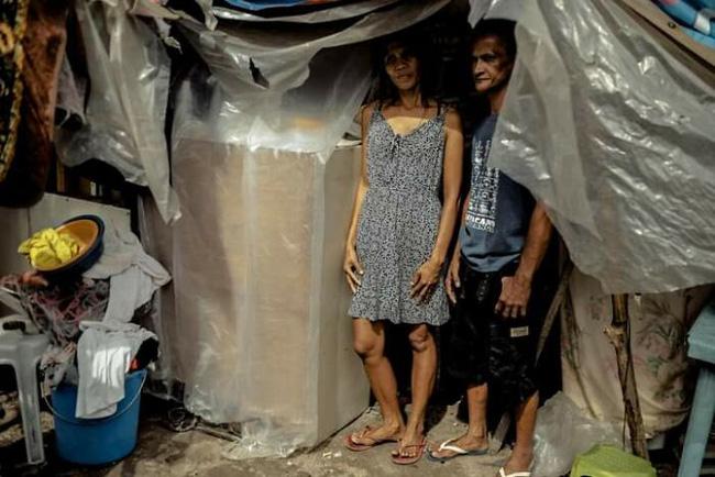 Được nhà hảo tâm giúp đỡ, cặp đôi U60 nghèo nhặt ve chai quay ngoắt 180 độ với bộ ảnh cưới đậm chất fashionista, ai xem cũng trố mắt - ảnh 2