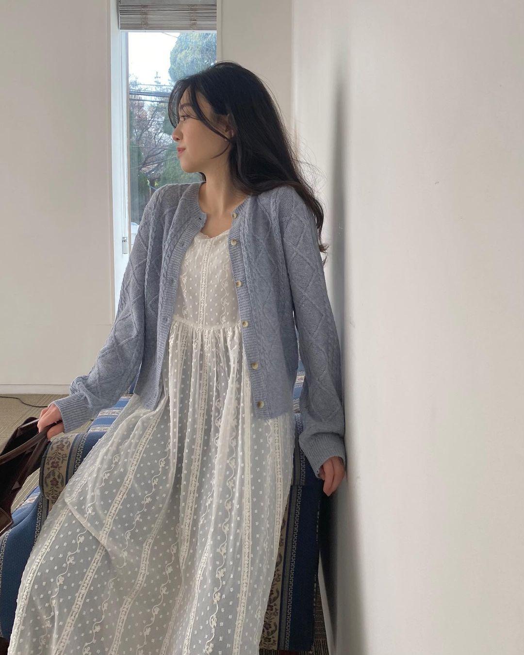 Diện váy theo những công thức chuẩn Hàn này là suốt mấy ngày Tết bạn sẽ đều có outfit đẹp để du Xuân - Ảnh 6.