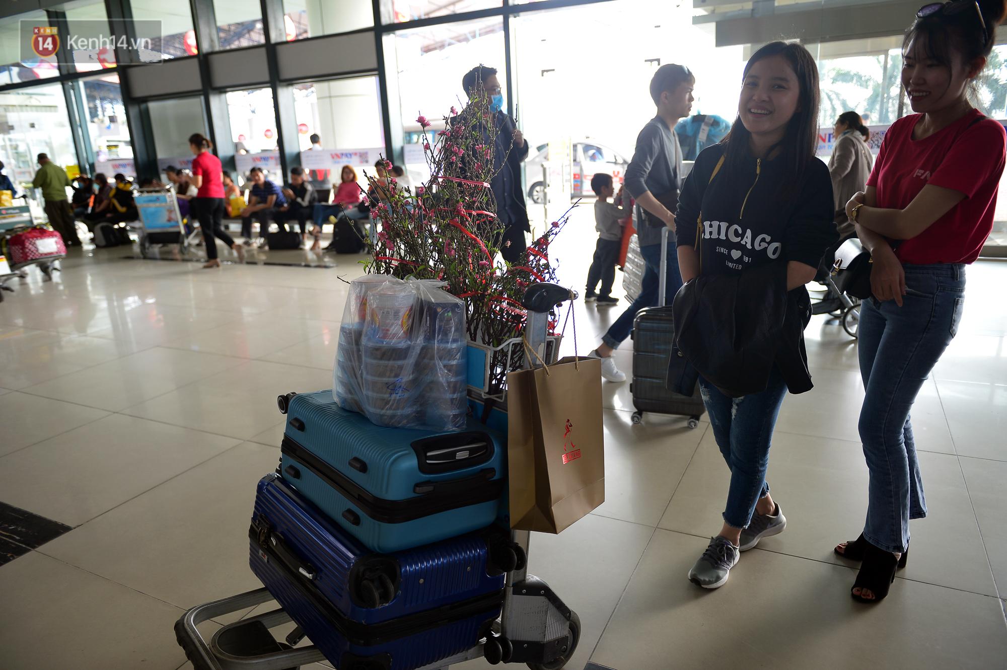 Ảnh: Sân bay Nội Bài vắng vẻ cận Tết Nguyên Đán, khác hẳn cảnh tượng đông đúc mọi năm - Ảnh 5.