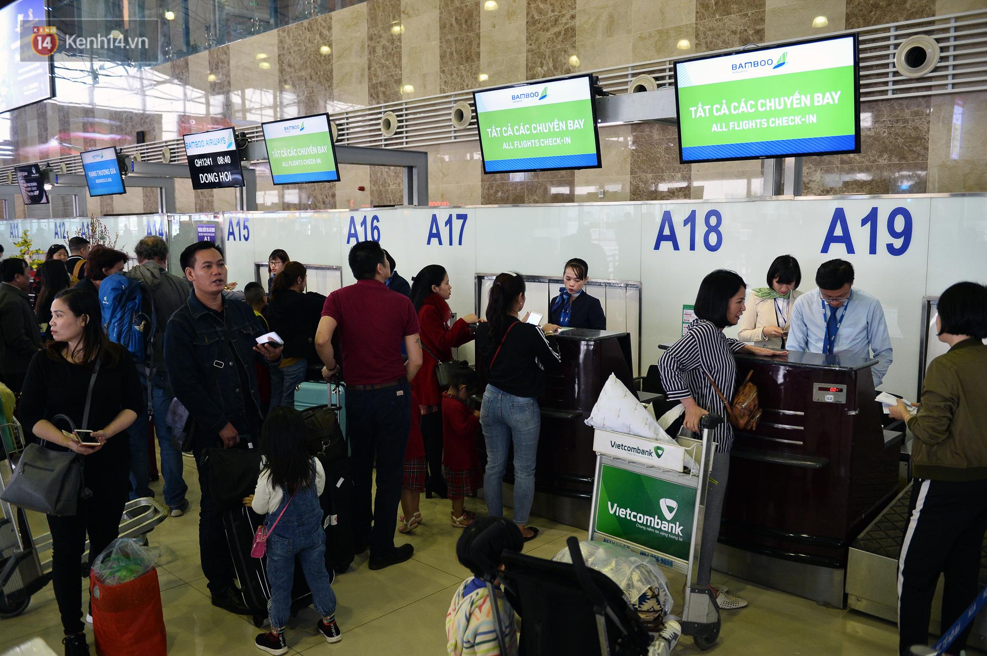 Ảnh: Sân bay Nội Bài vắng vẻ cận Tết Nguyên Đán, khác hẳn cảnh tượng đông đúc mọi năm - Ảnh 3.