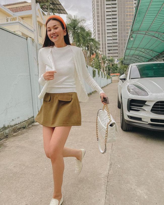 Học 11 cách diện chân váy ngắn của mỹ nhân Việt để Tết này thật trẻ xinh, vóc dáng luôn được hack cao hơn cả chục phân - Ảnh 1.