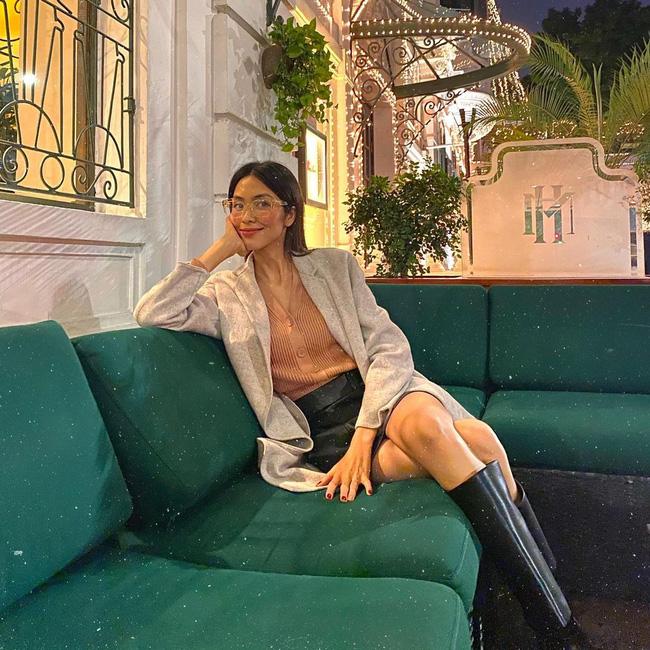 Học 11 cách diện chân váy ngắn của mỹ nhân Việt để Tết này thật trẻ xinh, vóc dáng luôn được hack cao hơn cả chục phân - Ảnh 5.