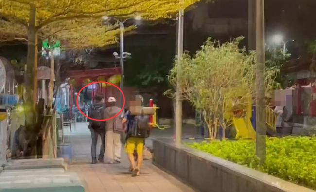 Bỏ mặc Đêm hội Weibo, Lưu Thi Thi cùng ông xã hẹn hò tình tứ trong đêm - ảnh 2