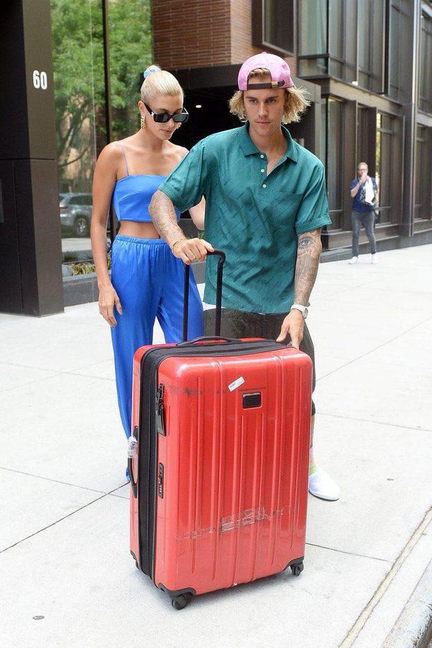Đi đâu Justin Bieber cũng kè kè khẳng định chủ quyền với Hailey, còn để bàn tay hư bám dính mặc kệ mọi ánh nhìn - ảnh 6